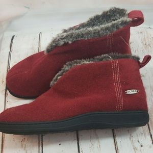 Acorn red ankle furry slip on slippers sz 6.5-7.5